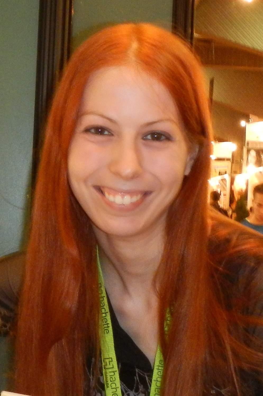 Ariane Gélinas, auteure de Le sabbat des éphémères, coauteure de 6, chalet des brumes, membre de l'équipe de Brins d'éternité et coordonnatrice de l'anthologie Dix ans d'éternité